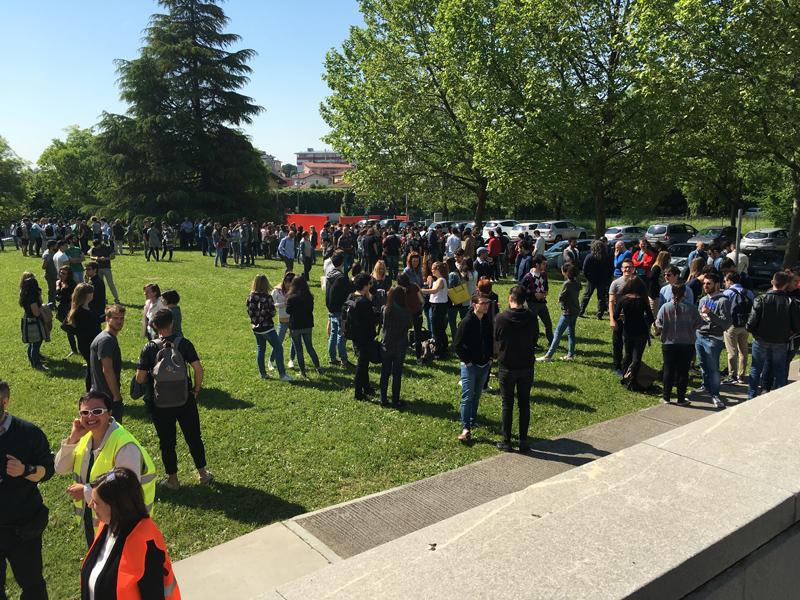L'evacuazione dell'università diventa una ricerca